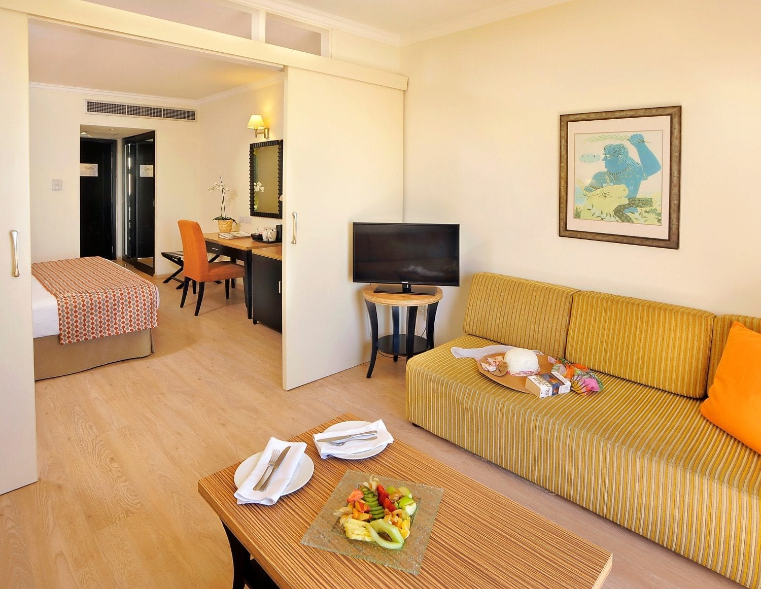 Family Suite, Lounge, Bedroom